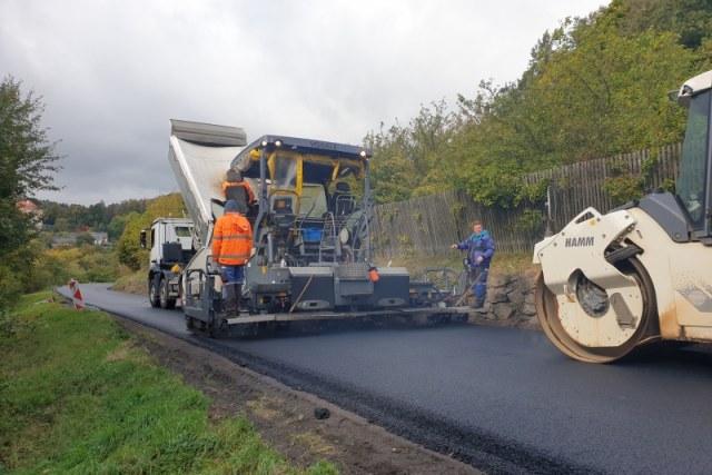 Oprava živičného povrchu silnice II/194 Valeč - Bošov